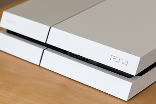 Destiny PlayStation 4 Bundle (Glacier White)