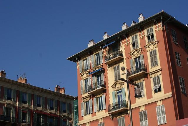 """Façade """"savoyarde"""" du Vieux Nice. Vous trouverez les mêmes à Annecy ou Turin."""