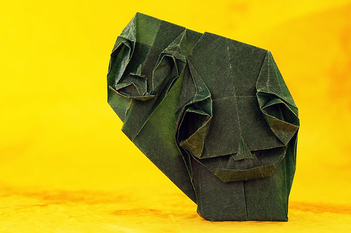 Origami 'Two faces' or 'Two Monks' (Toyoaki Kawai)