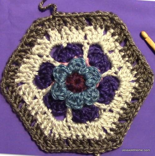 Stitchopedia-Motifs-Flower-To-Hexagon-Granny-with-Center-Flower-001