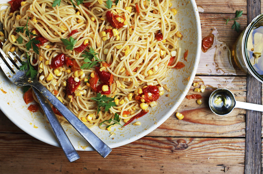 Pasta with tomatoes and corn
