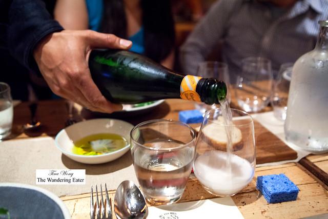 Pouring Domaine Collin, Cremant de Limoux, Cuvée Tradition Brut NV