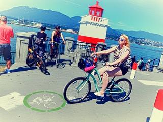 DSCN3372 Vancouver Brockton Point Blonde Bicycle