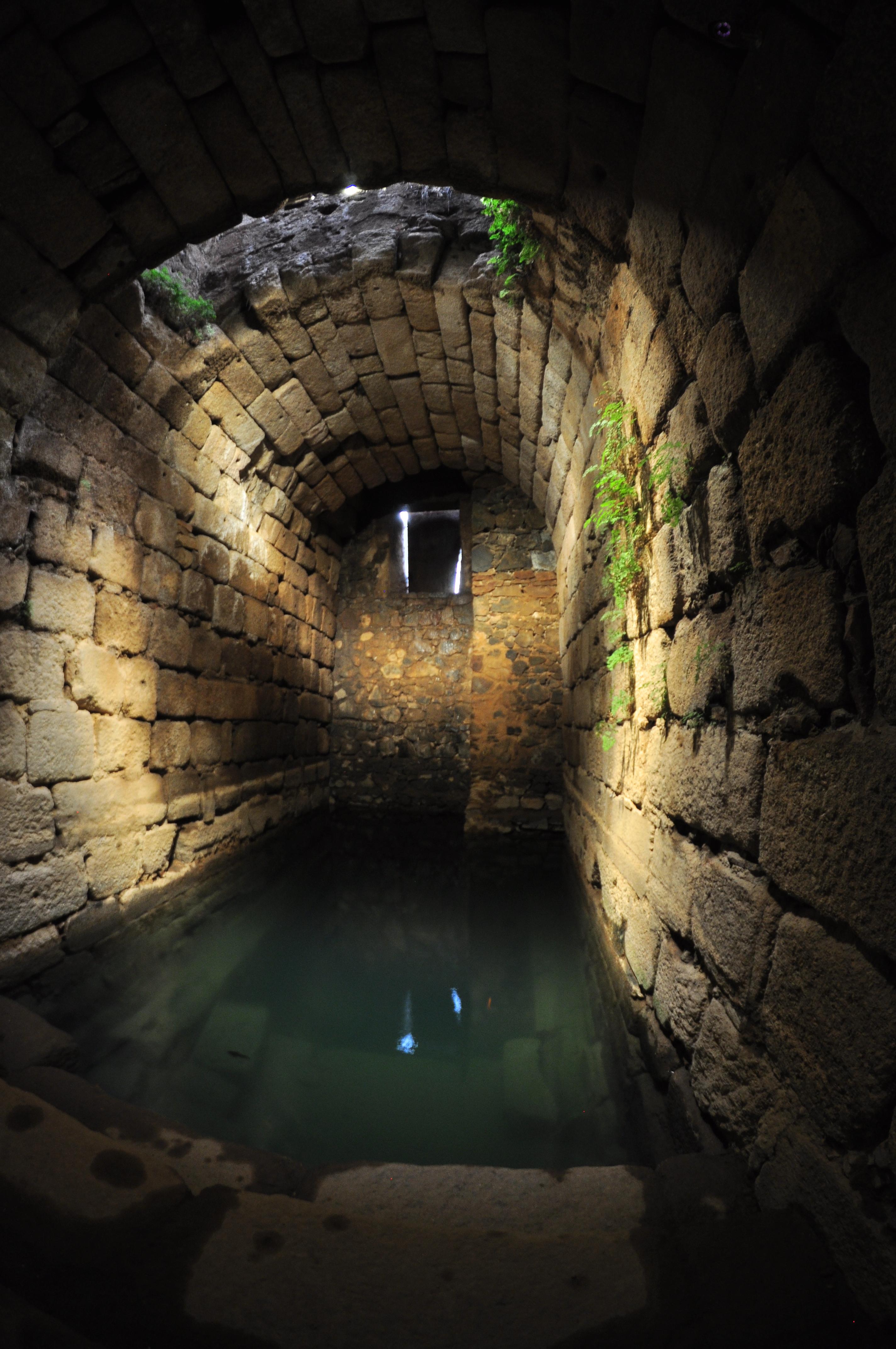 Cisternas de agua filtrada del río Guadiana El aljibe de la Alcazaba de Mérida - 14701356607 1bf3033d2e o - El aljibe de la Alcazaba de Mérida