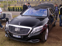 mercedes-benz w212(0.0), mercedes-benz w221(0.0), mercedes-benz r-class(0.0), automobile(1.0), automotive exterior(1.0), wheel(1.0), vehicle(1.0), automotive design(1.0), mercedes-benz(1.0), compact car(1.0), bumper(1.0), mercedes-benz s-class(1.0), sedan(1.0), land vehicle(1.0), luxury vehicle(1.0),