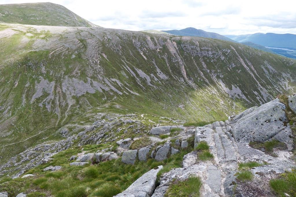 Descent to the bealach below Stob Coir'an Albannaich