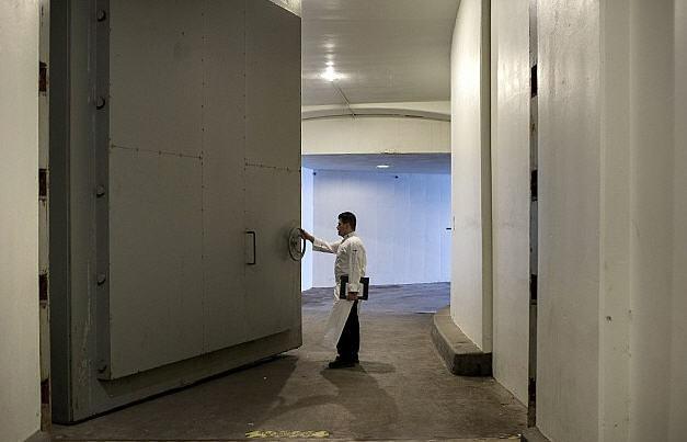 Greenbrier Bunker Door2 (627x403)