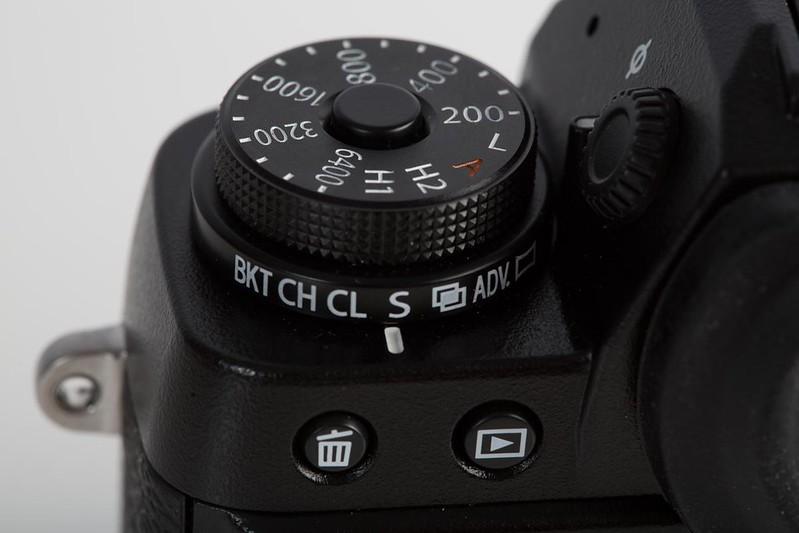 fuji-x-t1-dials-left