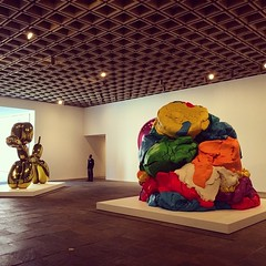 First off the elevator aka #MomentaryEmptyWhitney #JeffKoons