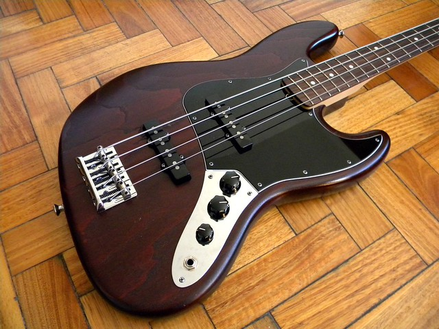 Fender Jazz Bass USA año 2012 American Standard FSR Ash Satin Walnut