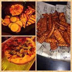 Delish dinner with hubby of roasted red pepper hummus, sweet potato fries and vegan pizza;Tacoma rocks! #vegan #vegansofig #veganpizza #whatveganseat #veganfoodshare