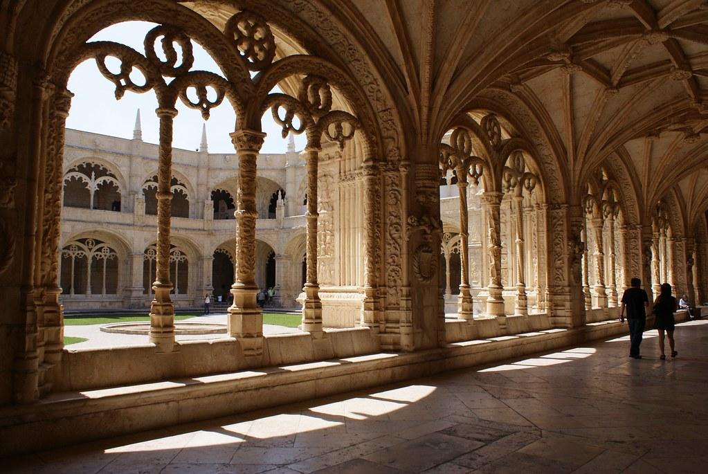 > A l'intérieur du cloître du monastère Hieronymites à Lisbonne.
