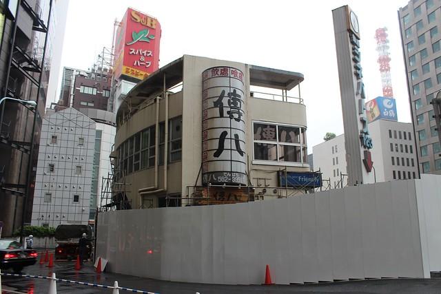 土浦亀城作の三原橋センター解体中 (30)