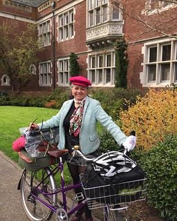 Nice weather for a lovely ride. I was prepared for all with my pink tweed coat sticking out of my Sackville bag, but no need.  Ironic that it's on a #tweedride that I achieved my maximum speed yet on my #rivbike on a long descent 💨 #tweedpdx