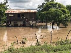 Familias del sitio Barquero de Chone atendidas por lluvias
