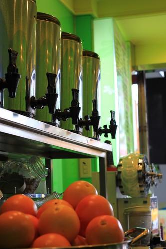 店內招牌「葡萄柚綠茶」採新鮮葡萄柚製作 @8杯茶