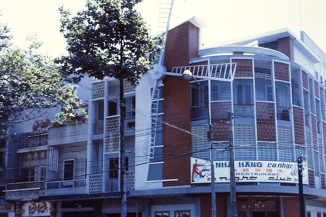 SAIGON 1970-71 - Nhà hàng & Vũ trường Moulin Rouge (Cối Xay Gió Đỏ), 955-961 Tran Hung Dao Blvd (ngay góc ngã tư Trần Hưng Đạo - Huỳnh Mẫn Đạt)