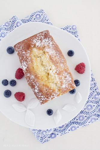 Zitronenkuchen mit Beeren