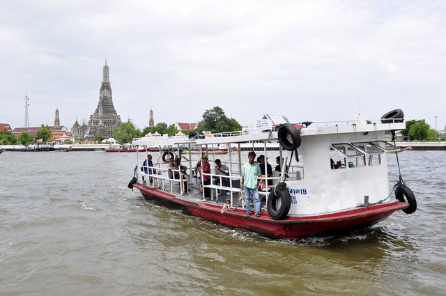 Es frecuente utilizar barcos para desplazarse por Bangkok cómo moverse por bangkok - 14606212565 c2fb8e510c z - Cómo moverse por Bangkok