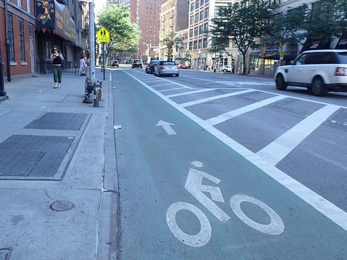 台灣若少了9成的機車數量,行人與單車騎乘空間就能倍增。攝影:高志文