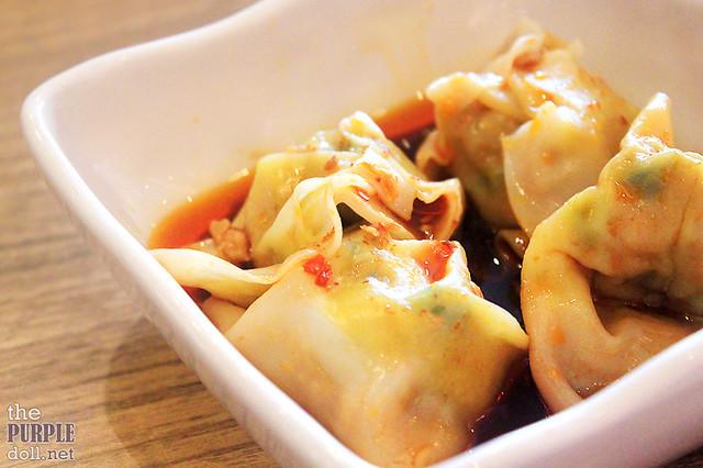 Pork Dumpling with Hot Chili Sauce
