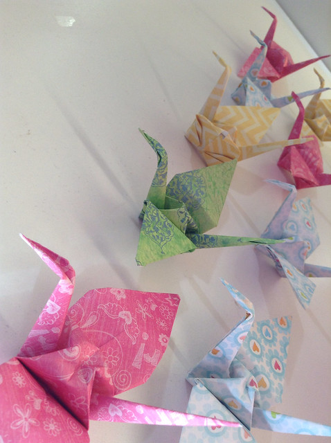 Paper cranes tutorial www.colorandlove.com