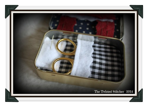 LHN_Altoid Tin_coverlet and pillow
