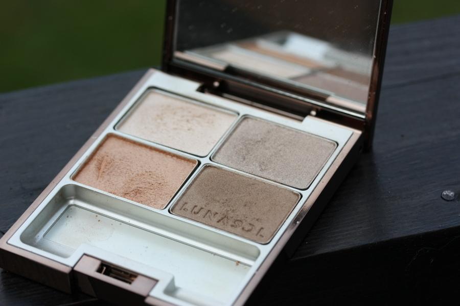 Свотчи теней Lunasol Sand Natural Eyes и палетки Ipsa Face Designing Palette