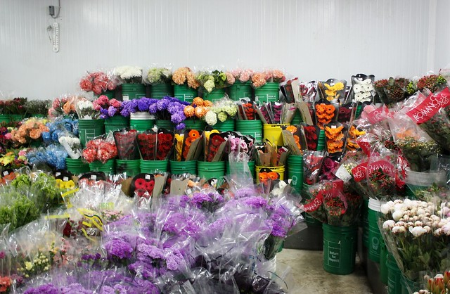 Grocery Store Wedding Flowers DIY Wedding Flowers Centerpieces Cake Decor Wedding Wednesday