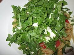 Ruccola und Mozarella runden die One Pot Pasta ab