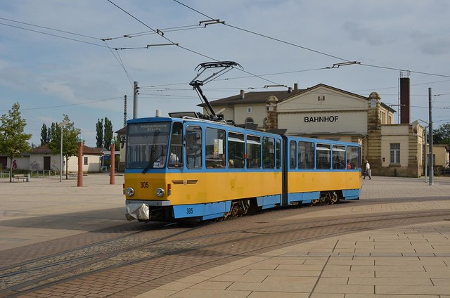 TW 305 verlässt den Hauptbahnhof