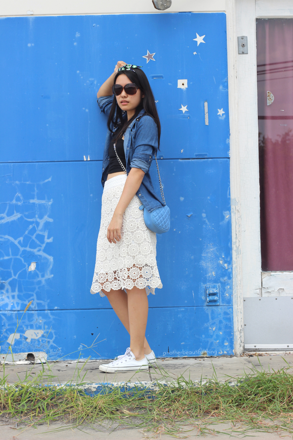 Lace midi skirt and white Converse