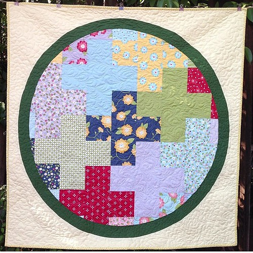 By @jennaquilts  Started in class Saturday. Quilted and bound by lunch on Sunday... Yep, she's amazing!