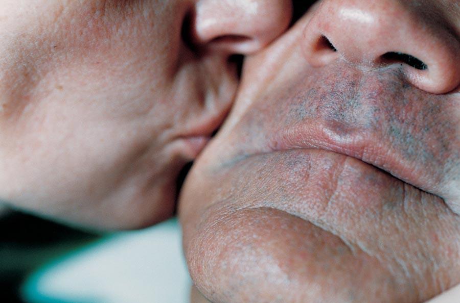 裸體創造出家人間令人震驚的親密感:赤裸並不全然代表色情,也可以是親情24