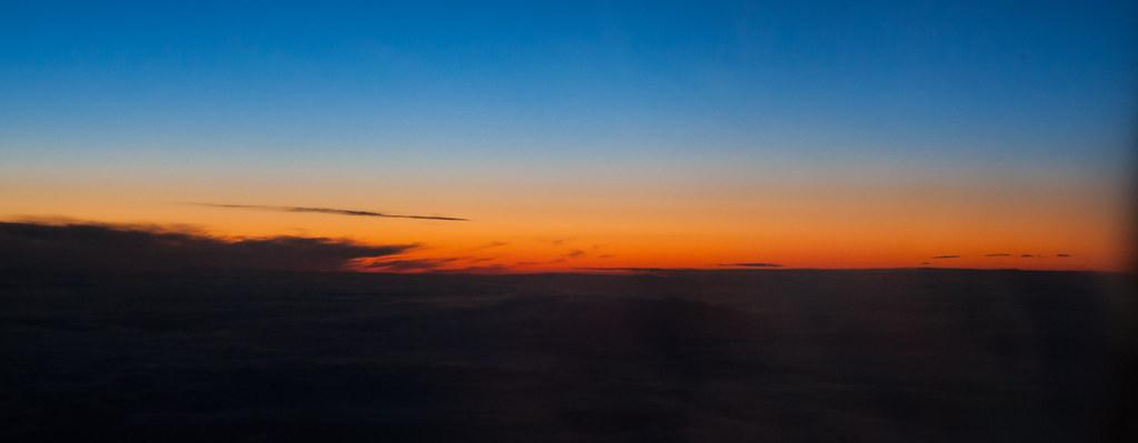 Москва. Полет обратно. Восход за горизонтом