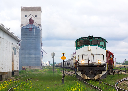 railroad canada yard cloudy montreal great elevator grain railway western works locomotive saskatchewan prairies chemin fer cour gwr alco mlw triage assiniboia m420w gwrs