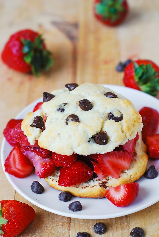 chocolate strawberry shortcakes, chocolate strawberries, strawberry recipes, strawberry desserts, summer desserts, berry desserts