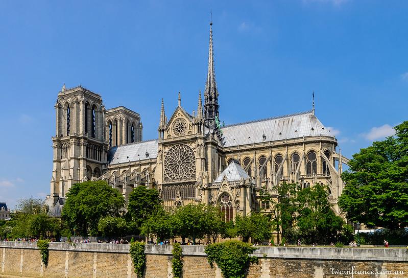 Cathédrale Notre-Dame de Paris - Quai de Montebello