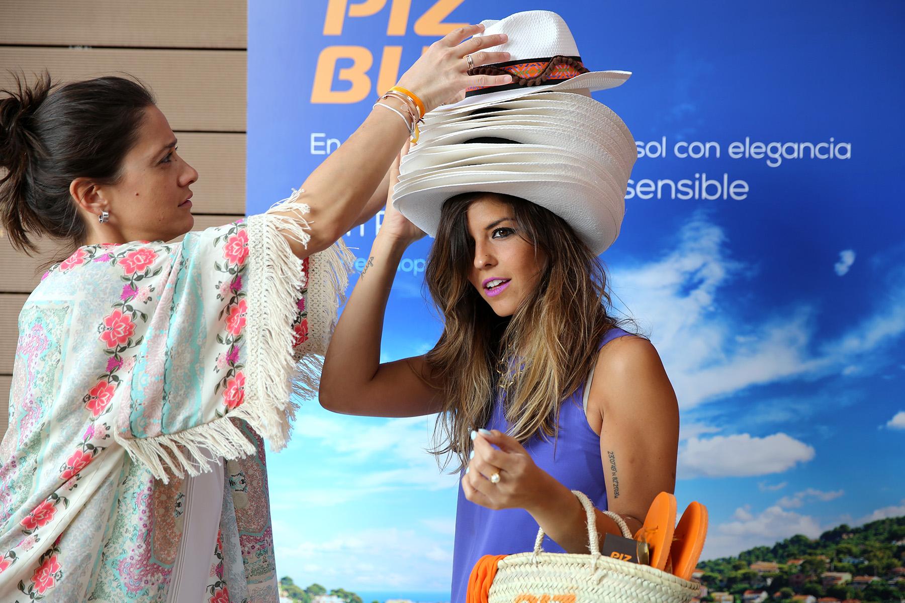 trendy_taste-look-outfit-street_style-ootd-blog-blogger-fashion_spain-moda_españa-piz_buin-purple_top-falda_blanca-top_lila-sandalias_doradas-golden_sandals-sorteo-evento-29
