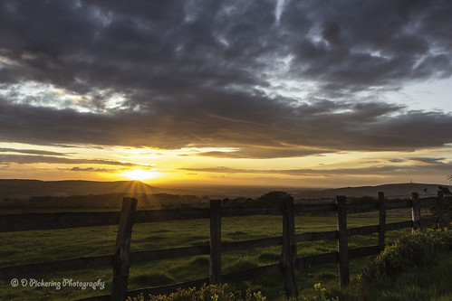 sunset clouds fence landscape spring cheshire farmland staffordshire leadinglines canonuser meerbrook canoneos60d