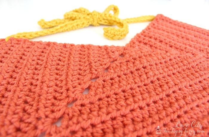 crochet-apron-pattern-eyelets