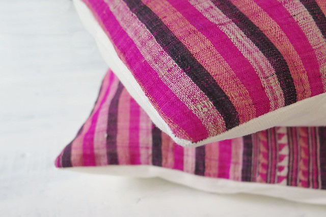 Simple throw cushions with minimal sewing and no zip www.apairandasparediy.com