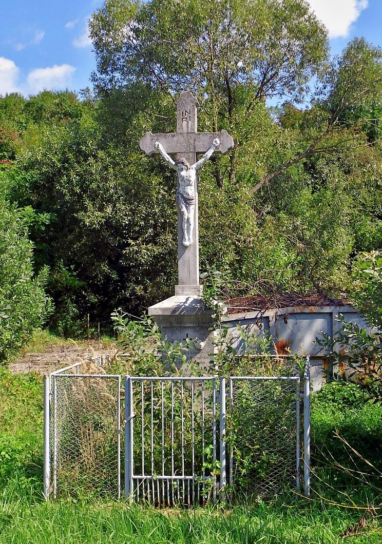 Kríž pri štadióne