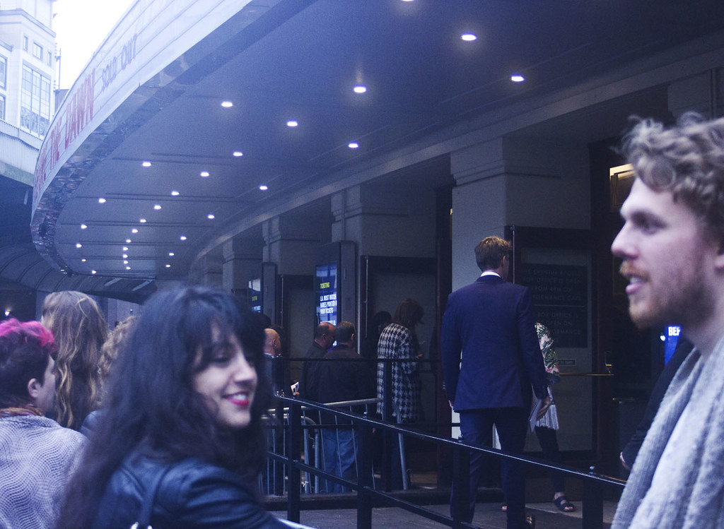 kate bush hammersmith apollo 2014 outside before the dawn queues opening night tapeparade blog
