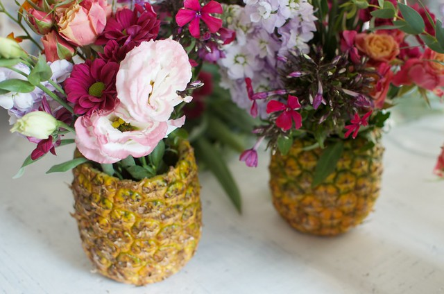 Make a quick pineapple vase