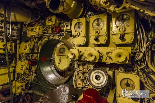 poste-barreur-sous-marin-ecoutille-inter-compartiment