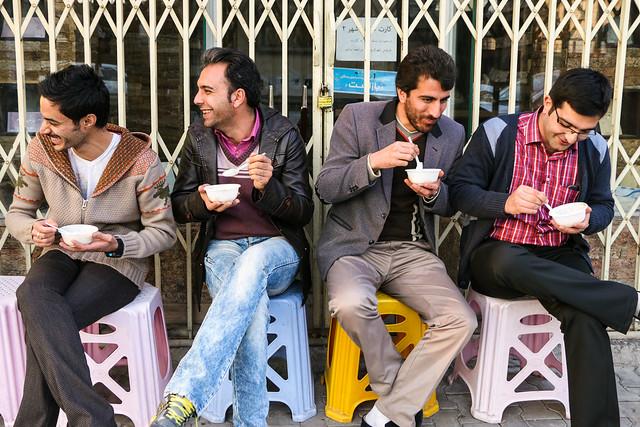 Guys eating iranian sweets, Isfahan イスファハン、スイーツを食べる若者たち