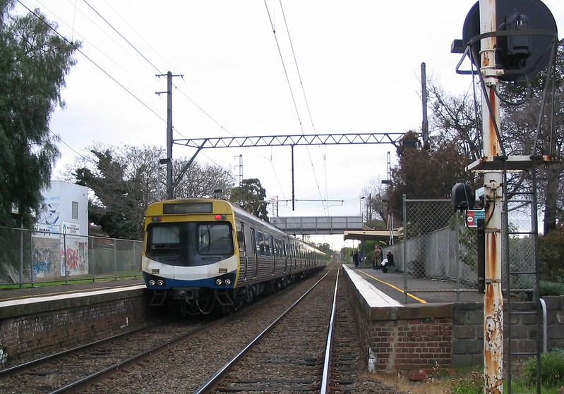 Train at Murrumbeena, September 2004