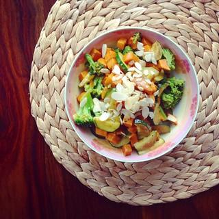 süßkartoffel-curry mit brokkoli und zucchini