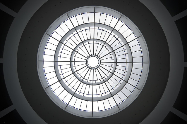 Vista del techo del Modern Art Museum, Múnich, Alemania.